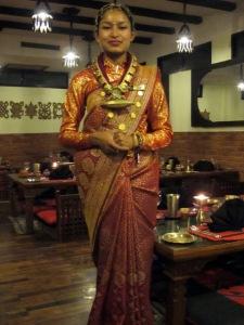Restoran Krishnarpan - Pelayan berpakaian adat Pengantin