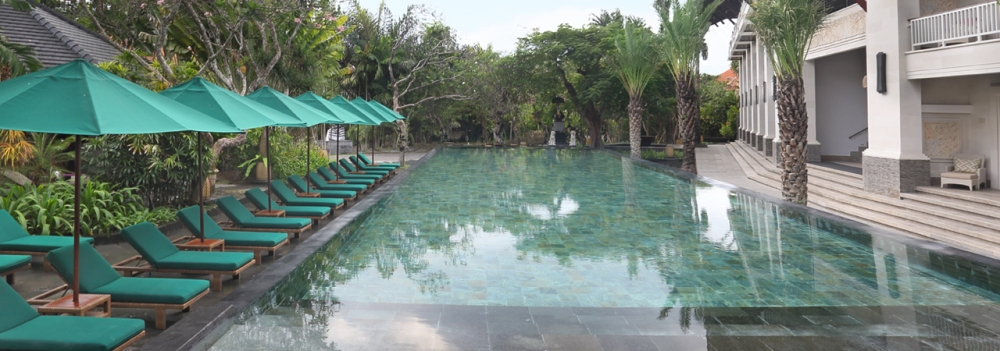 premier-deluxe-pool
