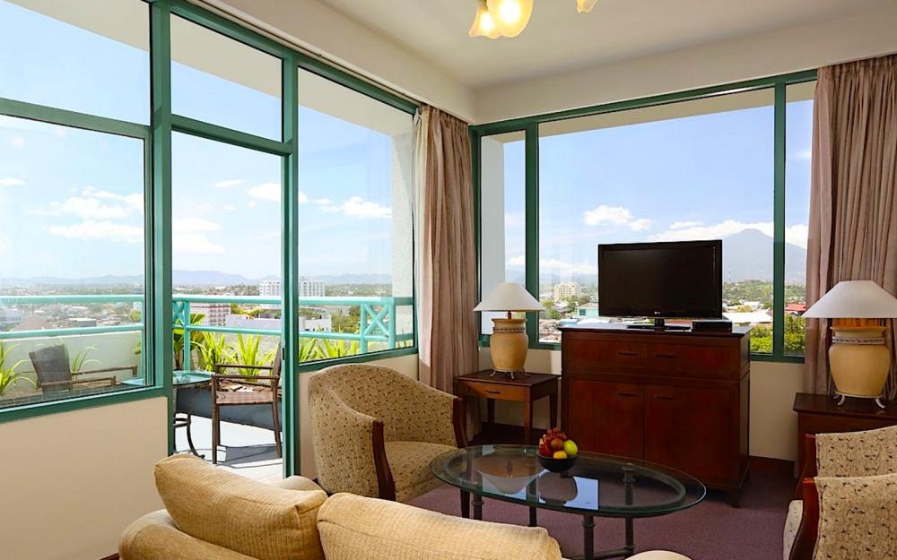 suitebalconylivingroom