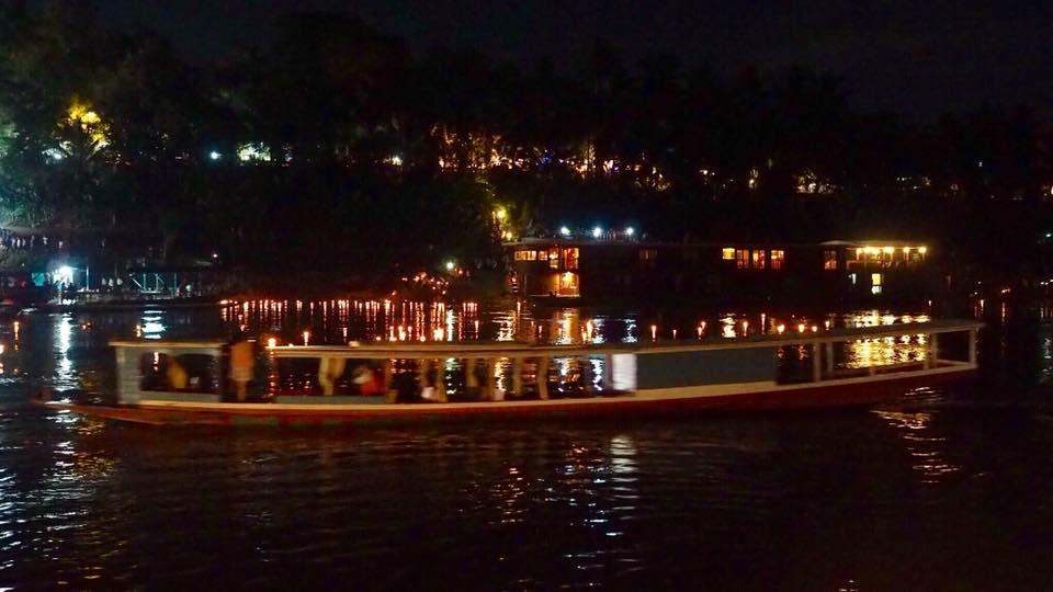 Naik Kapal di Sungai Mekong